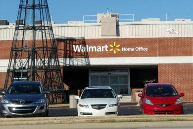 Walmart Offering Bonuses for Warehouses Workers Willing to Work for The Holidays